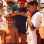 1986 - Profª Chris orientando o filho Felipe em competição de natação